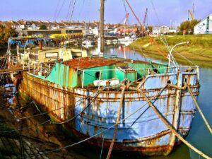 rusting, rusty, old boat